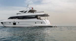 Majesty Yachts Majesty Yachts 90