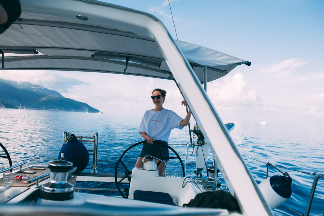 Even if you don't know how to do anything, you will learn the basics of yachting at the Great Wind» «Force Race and be sure to stand behind the wheel.