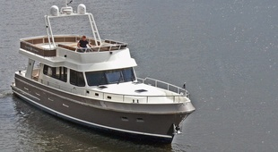 Privateer Flybridge 52