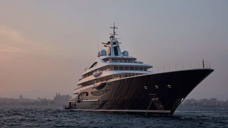 111-метровая TIS Алексея Федорычева — самая большая яхта Monaco Yacht Show за всю историю. Она сдается в чартер за €2,2 млн в неделю.