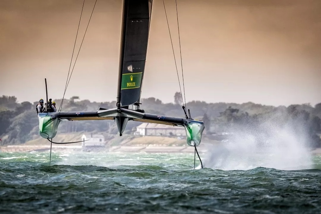 «In the extreme conditions in which the first SailGP European regatta was held, the Australian team dominated, winning all three races on the first and only race day in Kaus. The photo is taken in the middle of the Solent Strait, where the Australians invariably walked by a wide margin. It was on this stretch that they became the first team to overcome the 50 knots speed barrier during the race. I chose this frame because it demonstrates the power of the F50 and the excellent handling skills of the Australian SailGP team. (The Boat Barn in the background is the entrance to the Beaulieu River in Hampshire)»,