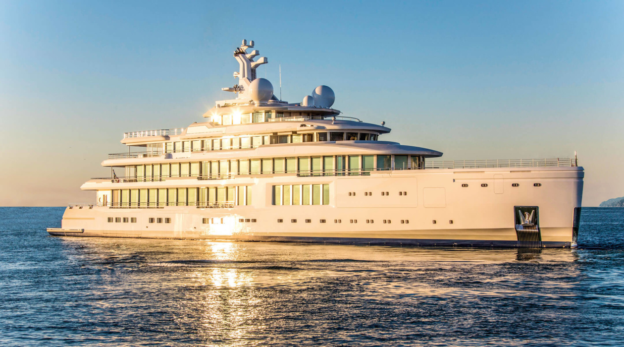 Benetti's Giga Sister Tertiya. According to the media, it was built for private use by the owner from the Middle East. Among its features that stand out in Benetti, the ultra-modern hybrid engine system that provides a smooth ride with absolutely no vibration and noise.
