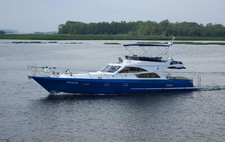 Thoroughbred Houseboats 15' х 51'
