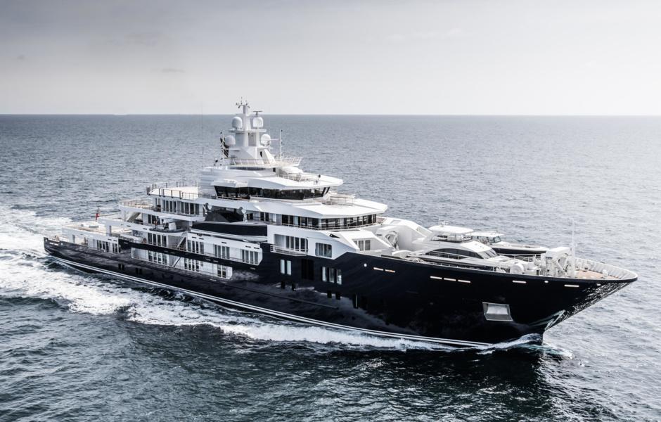 Мощная Ulysses готова окутать роскошью своих интерьеров до 66 пассажиров.