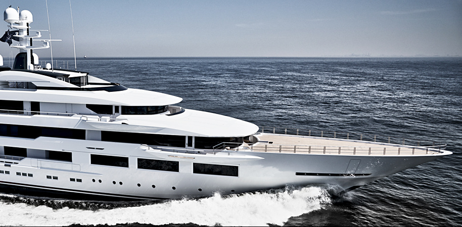 DreAMBoat is another boat from the» American National Football League «fleet. It belongs to the owner of Atlanta Falcons, Arthur Blank. The yacht is the result of the first collaboration between Espen Oino and Terence Disdale.
