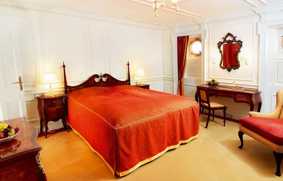 Вторая гостевая каюта, где и сегодня можно найти предметы из коллекции Марджори Пост