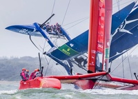 «Due to bad weather the SailGP regatta in Kaus had to be reduced to one racing day. I was hired by an American team. The boats rushed forward from the starting line, circled the first sign, and I watched with horror as the guys slowly flipped over just seconds after the race started,»