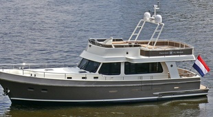 Privateer Flybridge 56