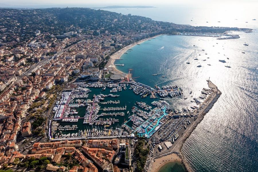Port Vieux (Старый порт) во время Cannes Yachting Festival 2018. Фото Abracadabra Studios.
