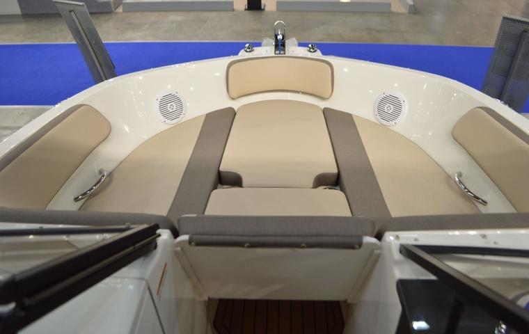 2020, Bayliner VR6 Bowrider
