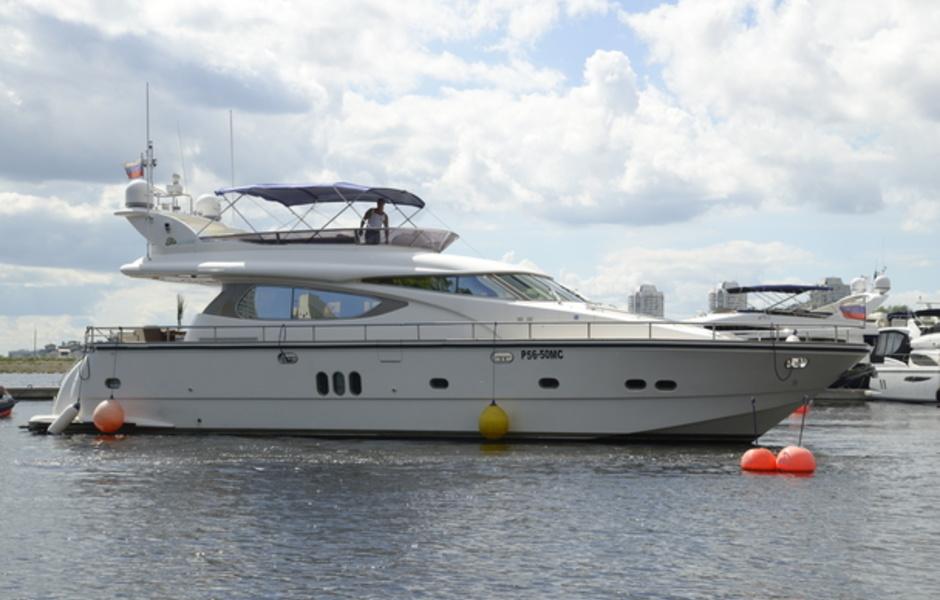 "Yacht ""Elegance"""