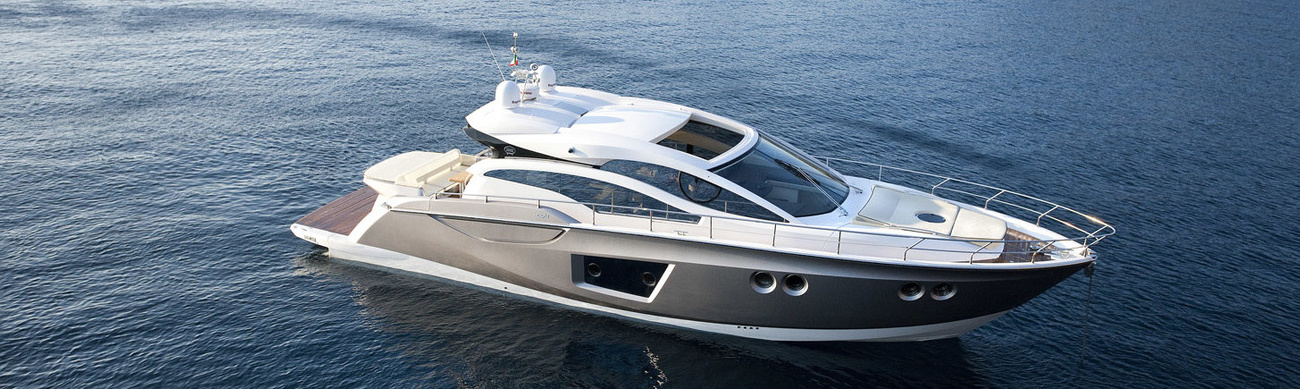 Sporty hull with a weatherproof salon