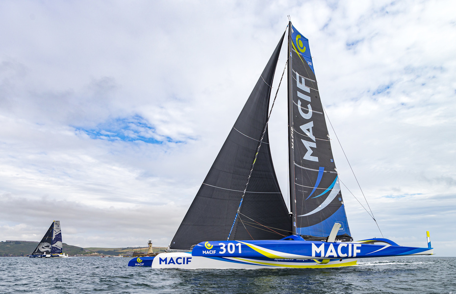 Дуэль Maxi Edmond De Rothschild и MACIF
