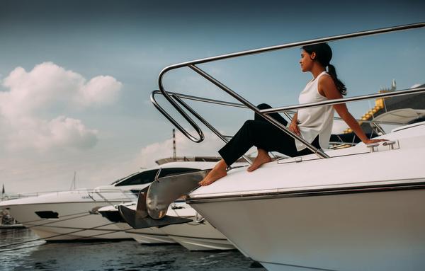 Работу на яхте для девушки работы моделью 16 лет