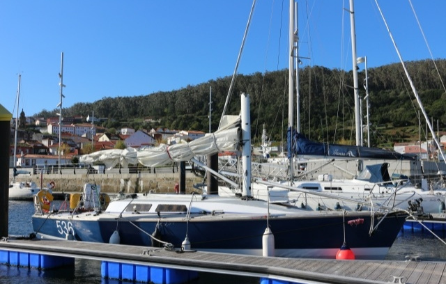 Потери яхты Zest: сломанная мачта и обширная пробоина в палубе